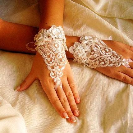 Victorian Lace Bridal Gloves, Ivory Wedding gloves, Fingerless Lace gloves